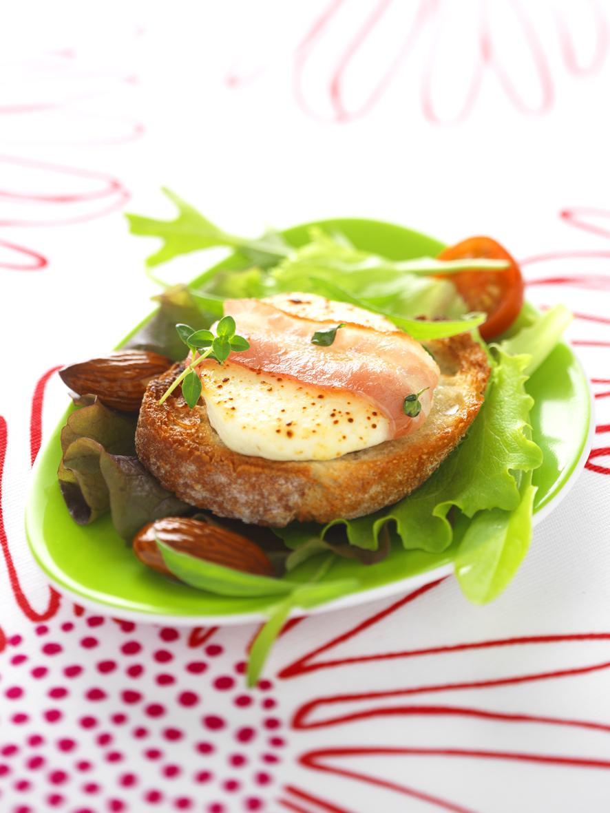 Salade de Chèvre Rôti au Lard et au Thym